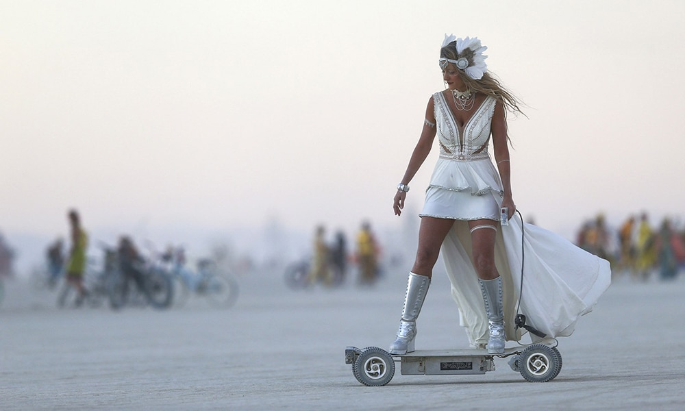 Magazine Chic - E-glide at Burning Man