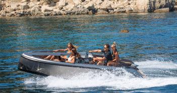 Magazine Chic - Vanquish Yachts - Jetski